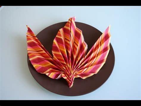 Servietten Falten Herbstlich by Servietten Falten Ahornblatt Napkin Folding Maple Leaf