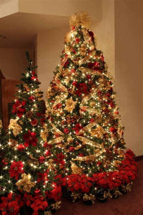 gold ribbons on christmas trees 20 magnificent ideas for the traditional tree decorations