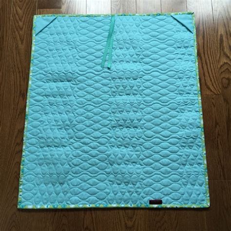 Hanging Sleeve For Quilts by Upstairshobbyroom Adding A Hanging Sleeve To Your Quilt