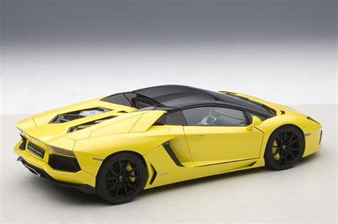 lamborghini aventador lp700 4 roadster autoart autoart lamborghini aventador lp700 4 roadster giallo orion yellow 74699 in 1 18 scale