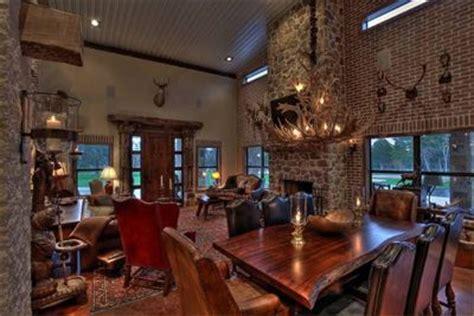 Reichardt Construction, LLC. Custom Homes   Tons of