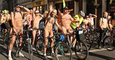 Rider Tout Nu Montr Al C Est Au World Naked Bike Ride