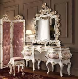 Mirrored Bedroom Vanity Mobile Toilette