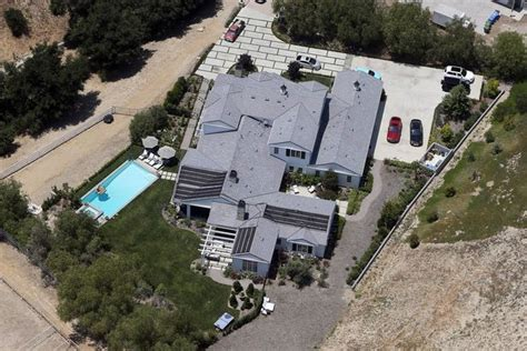 kylie jenner new house kylie jenner forks out 4 5million on another hidden hills property irish mirror online