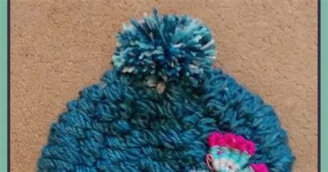 how to make a finger knit hat easymeworld diy finger knit hat pattern