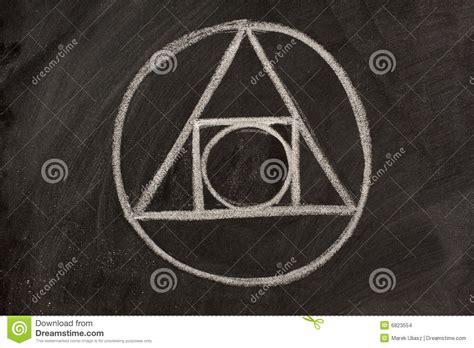 imagenes de simbolos alquimistas s 237 mbolo de la alquimia en una pizarra foto de archivo