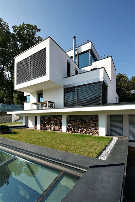 Kubisches Haus by Monochromatic Cubic House Utilizes Contemporary Prefab
