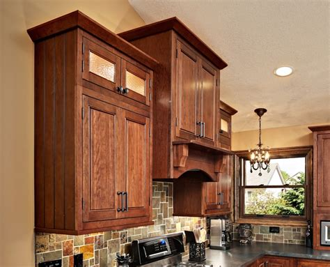 angle crown molding cliqstudios com traditional 59 best images about cherry kitchen cabinets on pinterest