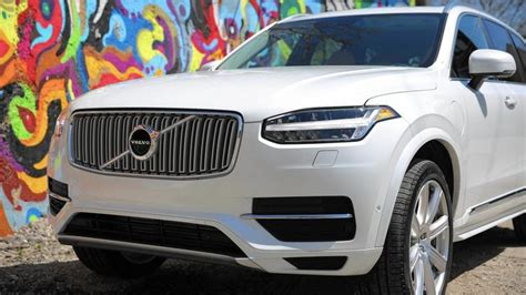 volvo xc plug  suv foretells smarter cleaner automotive future  paid   vehicle