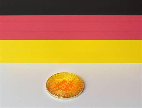 bitcoin bank deutschland saving bitcoin in piggy bank bilder und fotos