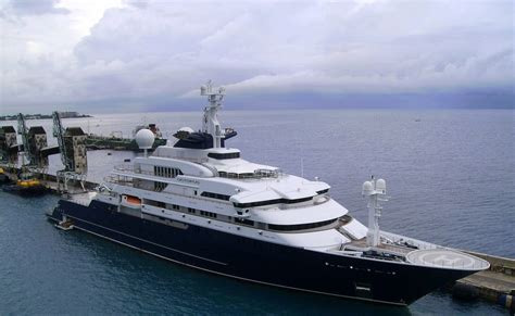 who owns the biggest boat in the world the worlds largest privately owned yacht octopus damn