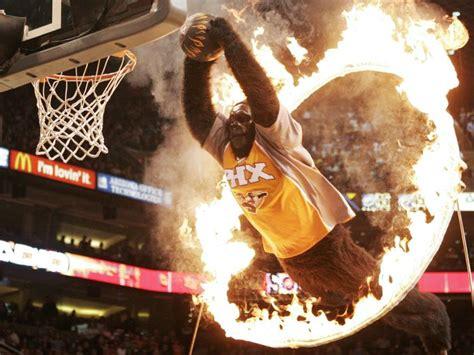 dr  claims mascots   blame   nba slam dunk