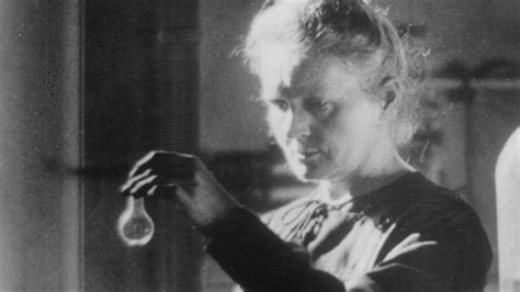 biography of marie curie marie curie 7 facts on the groundbreaking scientist