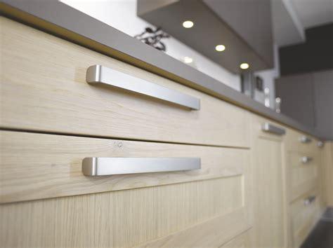 poign馥s portes cuisine comment choisir ses poign 233 es de portes de cuisine