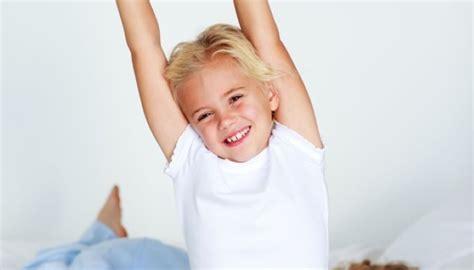 comment aider votre enfant 224 ne plus faire pipi au lit