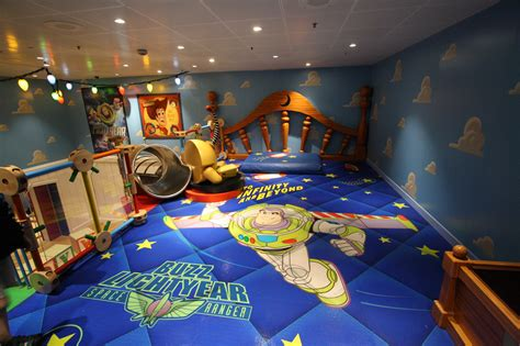 bedroom amazing disney buzz lightyear themed bedroom