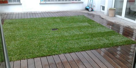 prato a tappeto posa tappeto erboso a rotoli accogliente casa di cagna
