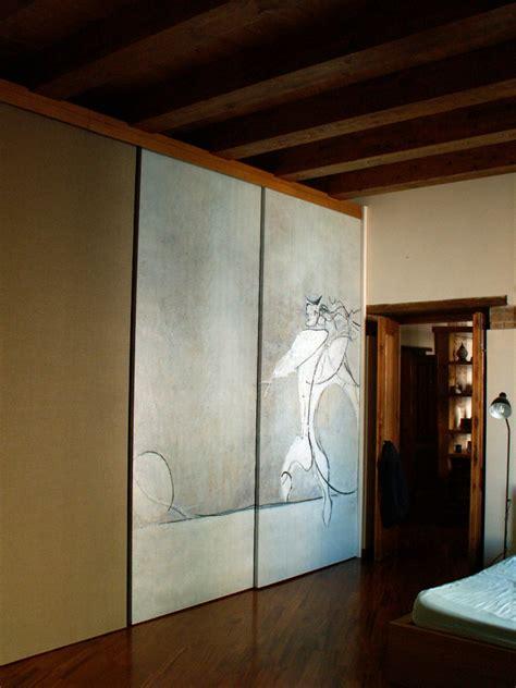 armadio in tela foto armadio con ante scorrevoli rivestite in tela