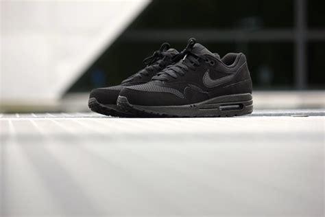 nike air max  essential triple black  sole supplier