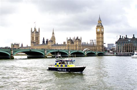 thames river police twitter police boat on the river thames outside parliment