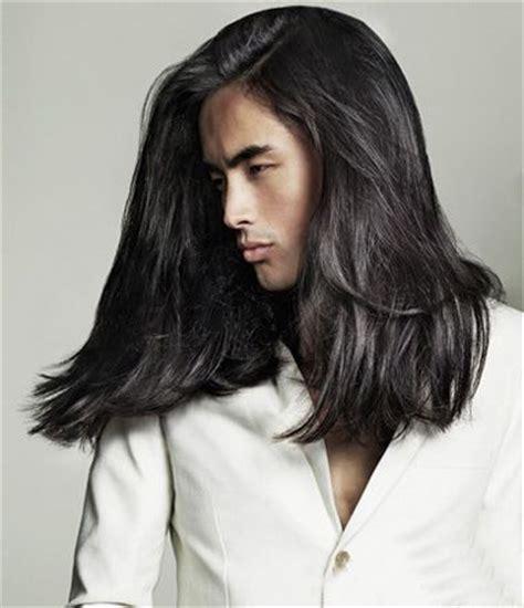 men getting feminine haircut 复古男生长发发型 时尚男生长发图片 3