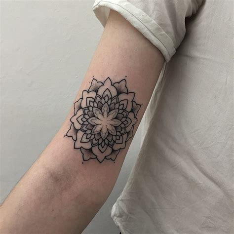 tattoo mandala en la mano mandala by sashatattooing tatuajes para mujeres