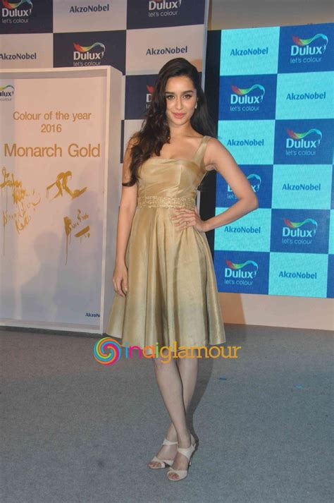 new year 2016 clothes colour farhan akhtar and shraddha kapoor at the launch of dulux s