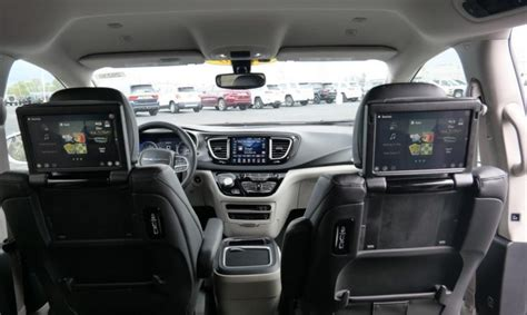 chrysler pacifica touring    paul