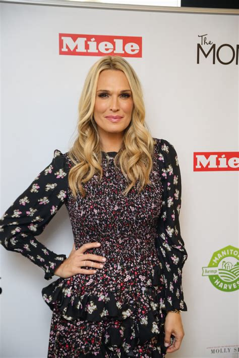 New York Chic Molly Sims Shows How In Sleek Grey Peeptoes A Snuggly Cardigan Ruana With A Style Blouse Fashiontribes Fashion by New York Gossip Gal By Roz