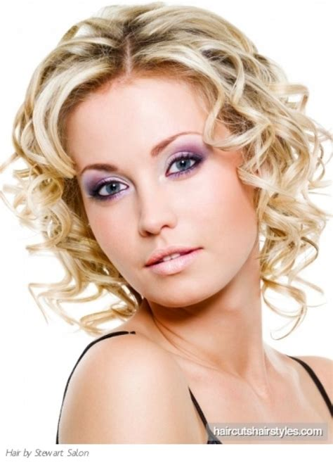 hairstyles plus sizr curly hairstyles medium length naturally curly hairstyles medium curly