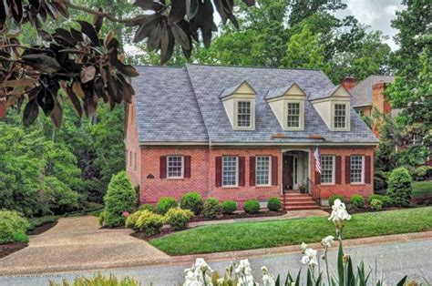 homes within walking distance to colonial williamsburg and