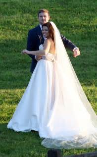 Duggar s wedding get details and see photos of the bride in her dress