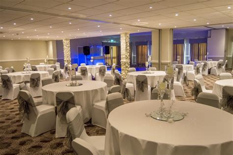 holiday inn leeds garforth christmas party venue in leeds