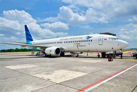 garuda indonesia pilots threaten  strike  idul fitri business  jakarta post