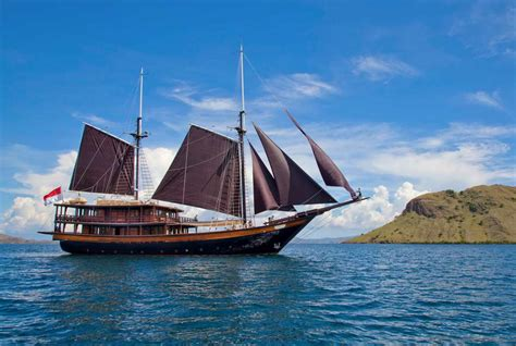 Indahx Dunia sailing yacht dunia baru new world indonesia charter yacht