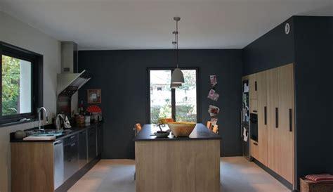 Plan De Travail Bois 685 by Cuisine Contemporaine Peinture Mur Gris Fonc 233 Cuisine En