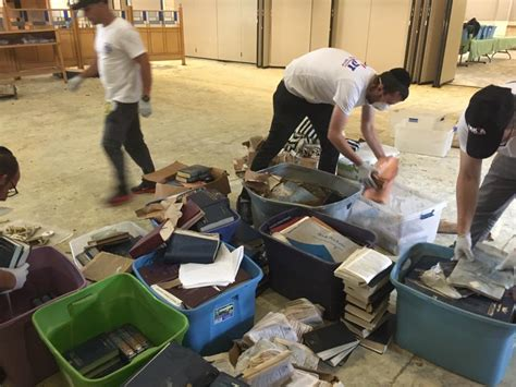 Cleaning Houston by Zaka Team Helping With Hurricane Clean Up In Houston The Times Of Israel