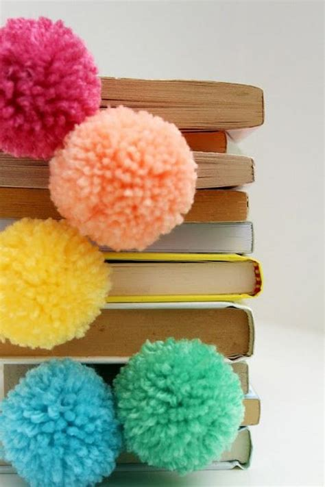 Handmade Pom Pom Decorations - easy diy pom pom decoration tutorials
