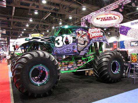 gravedigger monster truck videos grave digger monster truck wallpaper wallpapersafari