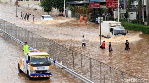 banjir jakarta hari    hal seputar