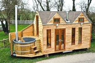 tiny cabin homes the tiny house movement 33 tiny house pictures epic