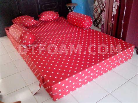 Kasur Bed 3 Kaki sofa bed inoac motif kasur inoac merah bintik putih