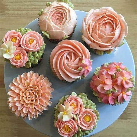flower design cupcakes 1000 ideas about flower cupcakes on pinsco cupcake