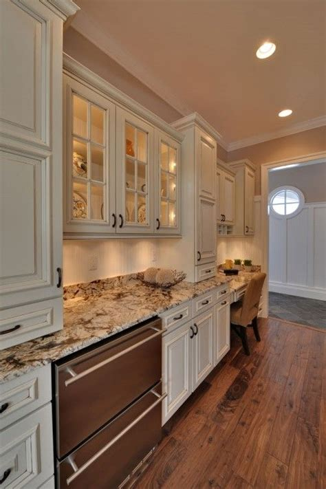 kitchens with colored cabinets 25 best ideas about cream colored cabinets on pinterest