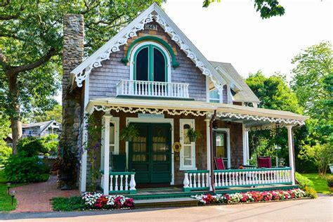 marthas vineyard cottages martha s vineyard oak bluffs gingerbread cottages
