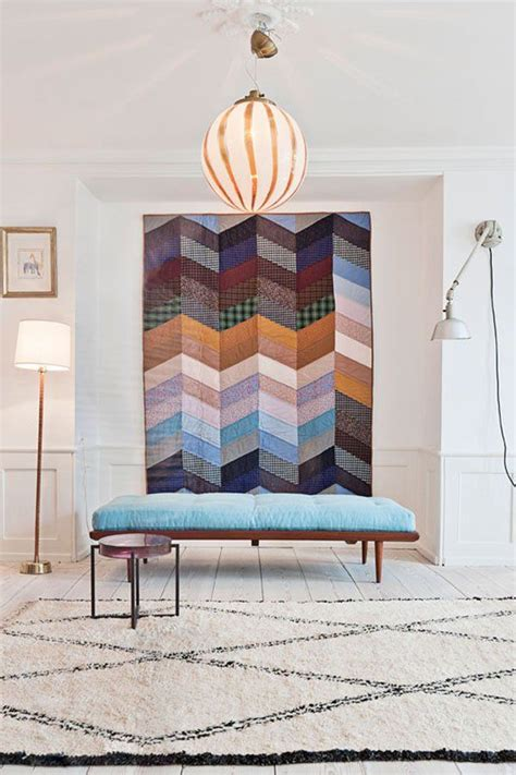 wall decoration idea hang quilts instead of canvases