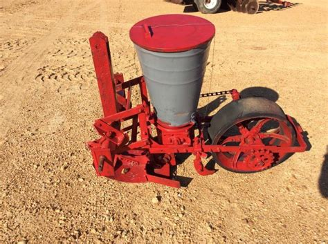 3 Row Planter by 3 Point Single Row Planter