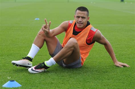 alexis sanchez training arsenal news alexis sanchez and aaron ramsey in squad for