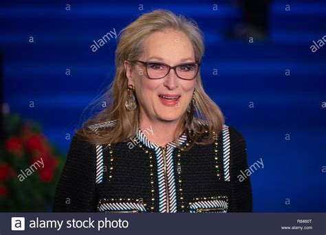 actress mary poppins actress meryl streep arrives for the premier of mary