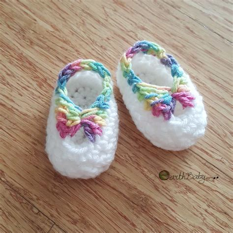 free pattern for crochet baby booties crochet baby booties pattern lots of the sweetest idea